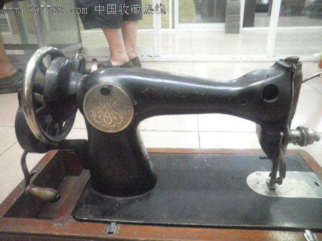 苏联老式手摇缝纫机图片
