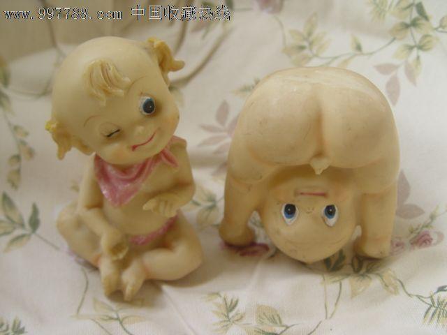 一对可爱的小娃娃(好像是树脂的,包邮)