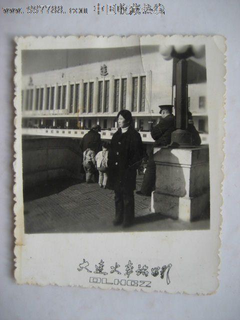 80视频美女在大连火车站留影,老照片--年代照个人摸美女胸膛图片