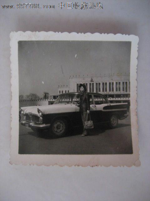 80美女古装在大连火车站价格旁留影-年代:5元全身美女轿车图片