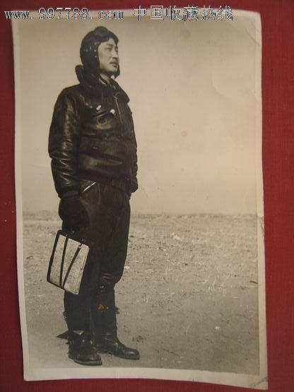 大尺寸解放军飞行员照片