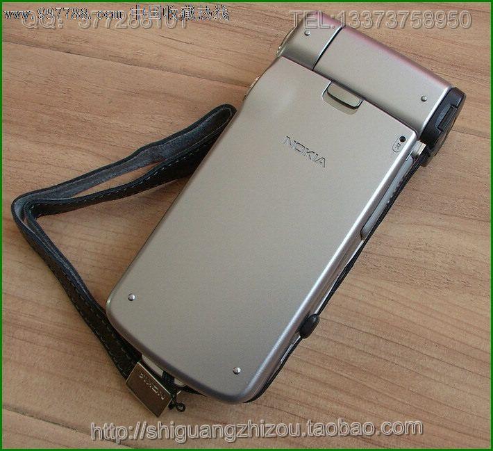 对于N93,诺基亚似乎要把它打造为一款迷你DV,算是DV中的手机,手机中的DV吧。作为一款经典机型,诺基亚N93是诺记最受关注的多媒体旗舰产品之一,该机不仅囊括了N系所有的娱乐装备,同时采用的旁轴旋转翻盖设计,作为一部迷你DV,使用起来非常方便。诺基亚N93加入的双铰链双向旋转的新鲜设计,使得整机独显奢华高贵。而且一块2.