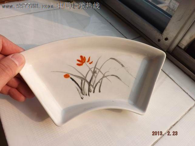 手绘兰花扇形盘
