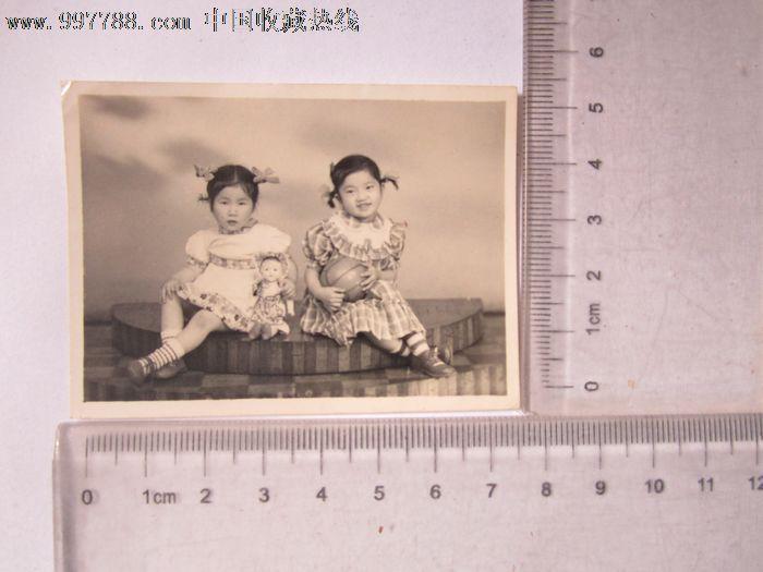 两个可爱的小女孩合影_价格5元【京沪照片屋】_第1张_中国收藏热线