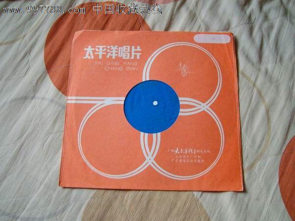 流行歌曲,普通话,,原包装,,,33转, 简介: 妈妈的吻,小机灵的歌,月儿