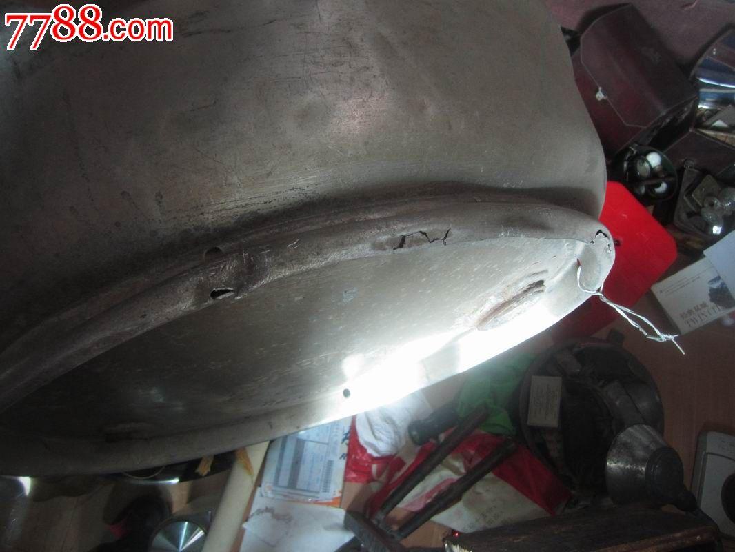 云南昆明的老铝航空油桶盖