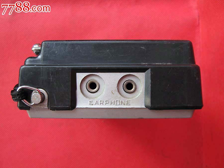 收音效果一般,上海科学仪器厂出品,IC三片机(ULN2204A2283BAN7410N),左右声道音量独立调节,M/S选择开关,8-45欧姆X2分离式耳机输出,6V外接电源插口,外观无磕缺,天线有较多磨损。