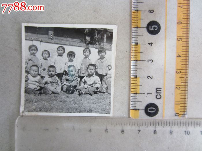 1972年一群可爱的小孩子合影(老照片)