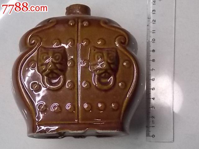 古代蘑菇丁狮子头大门形状的酒瓶
