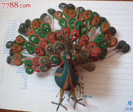 文革细塑料管编织的孔雀