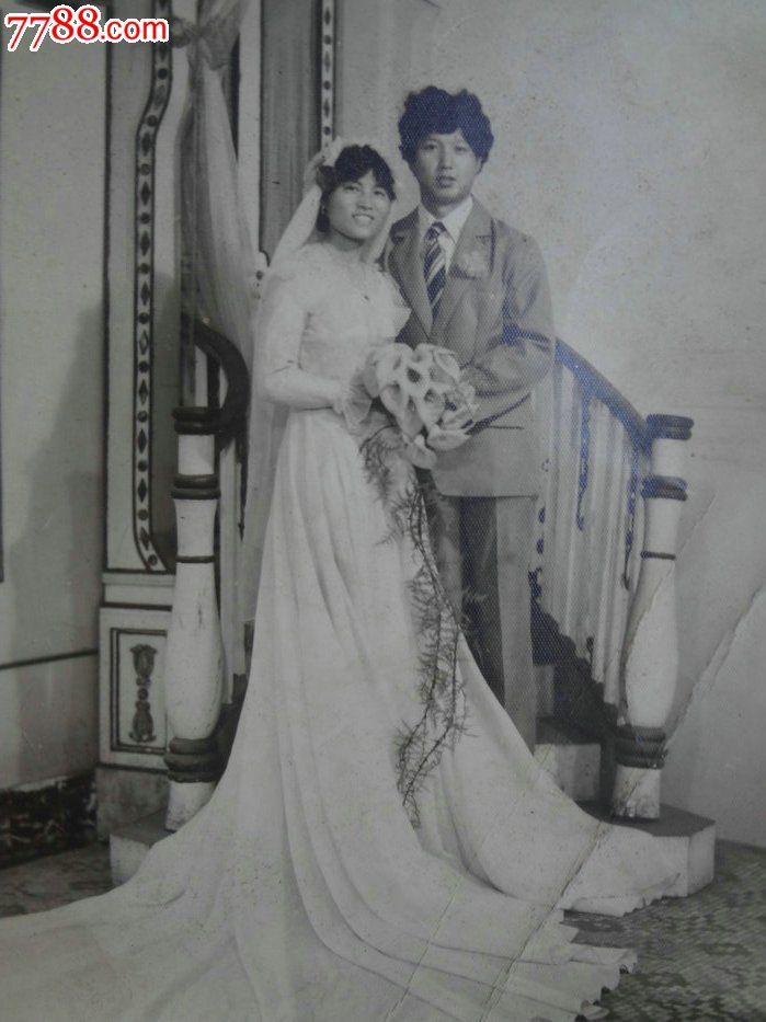 八十年代新郎新娘黑白泛银老照片-老婚纱照结婚照-早期婚纱摄影老照片