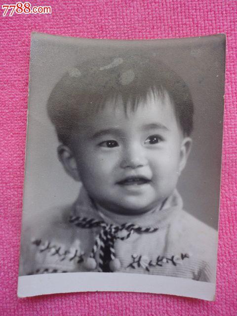 黑白可爱小孩照片