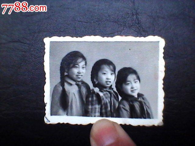 1960年三年自然灾害时期三位女生小学留影照v时期大胸女生图片