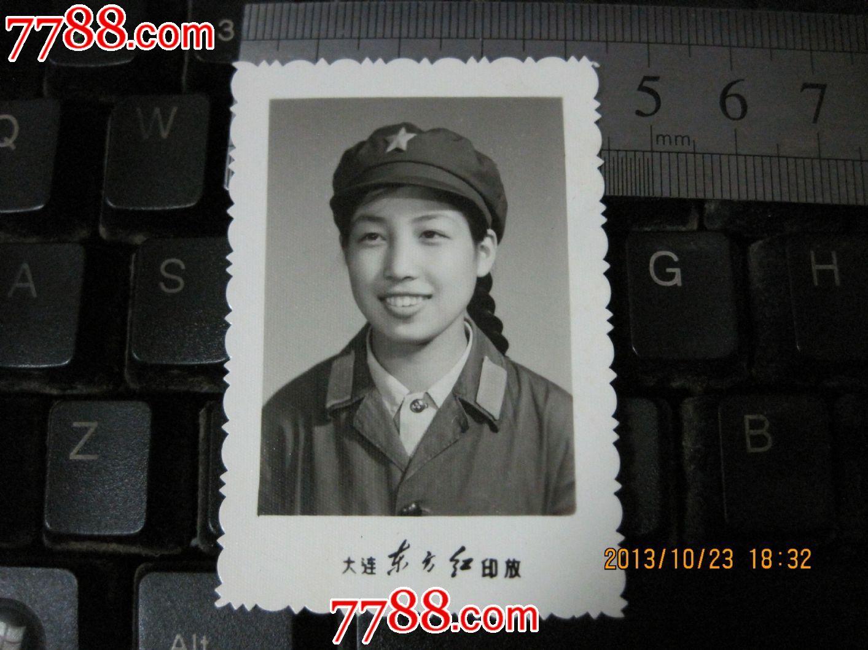 女兵红旗手绘头像