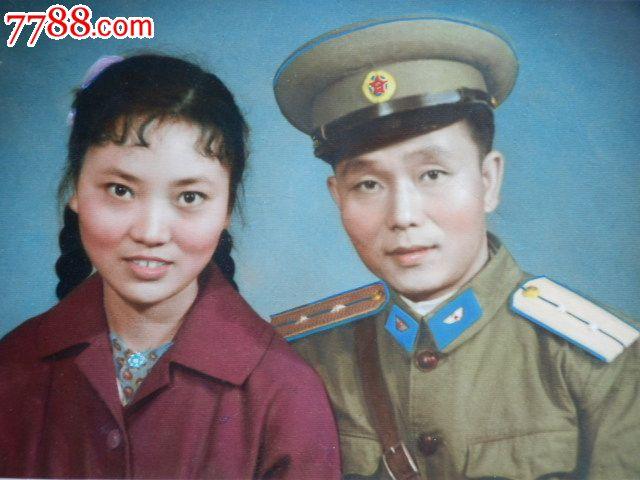 军官和美女合影彩色老照片