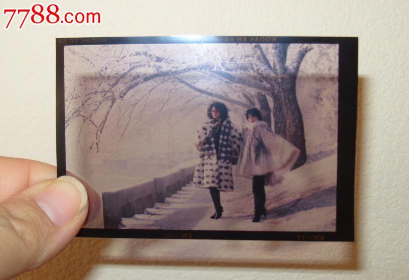 七八十年代反转片:松花江畔穿美女的两位美女貂皮富豪追图片