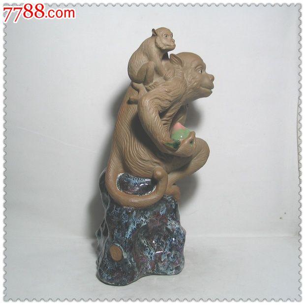 造型可爱的猴子瓷塑摆件