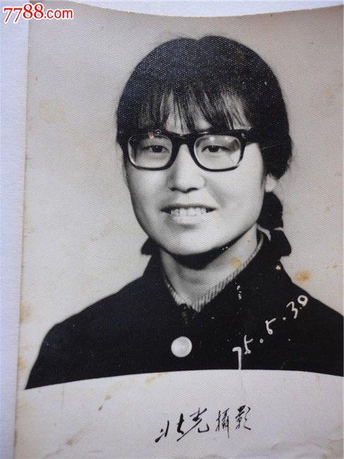 戴眼镜的女人_老照片_红色经典书店【中国收藏热线】