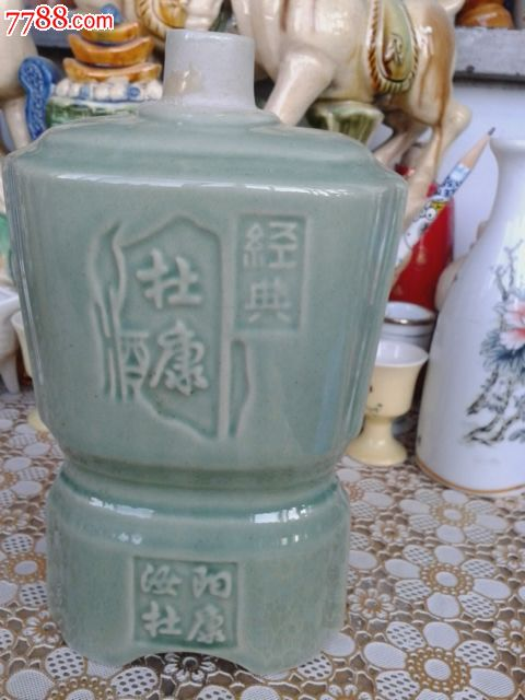 2014050612 品种: 酒瓶-酒瓶 属性: 年代不详,白酒瓶,,陶瓷,方形,无