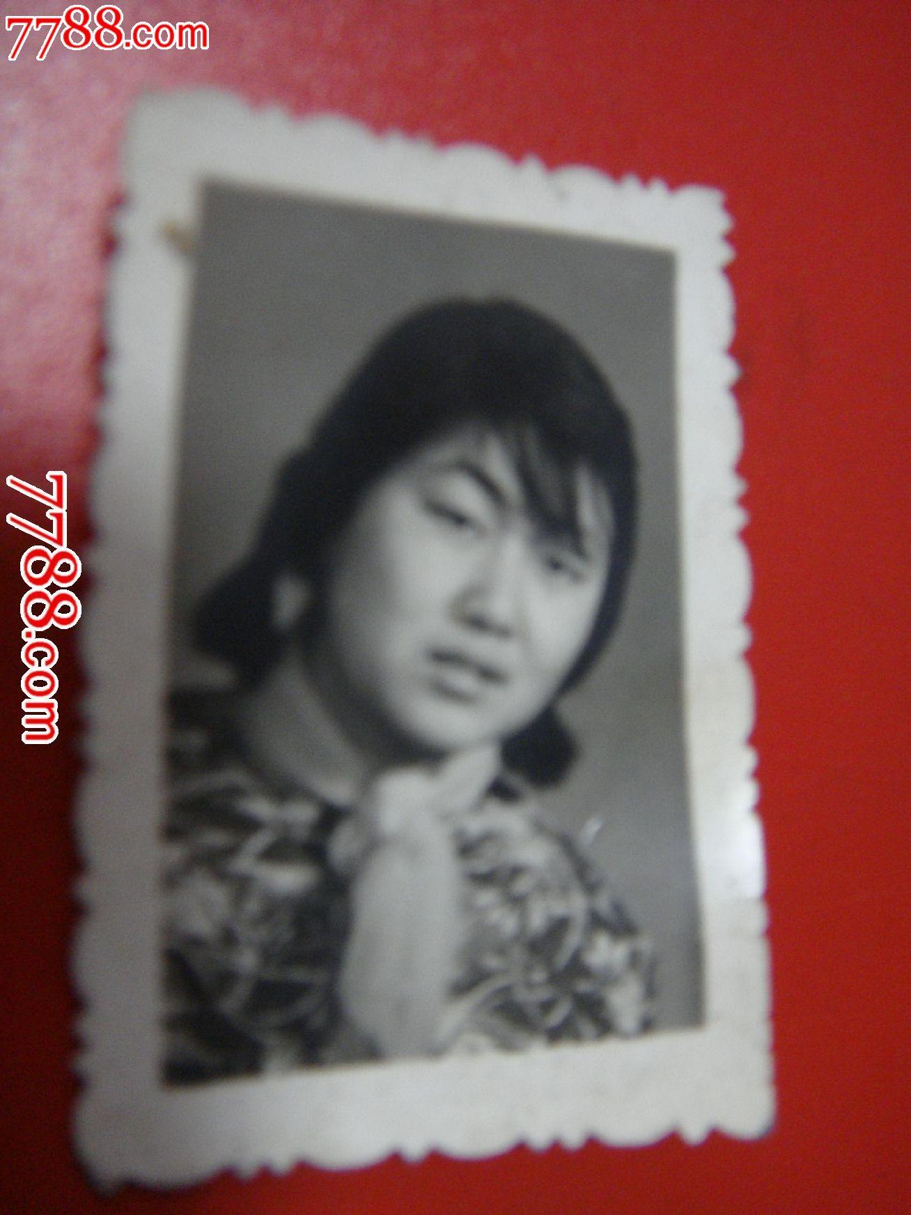 80年代、【美女照片~1寸身材美女】_老照片_种子纱巾黑白图片