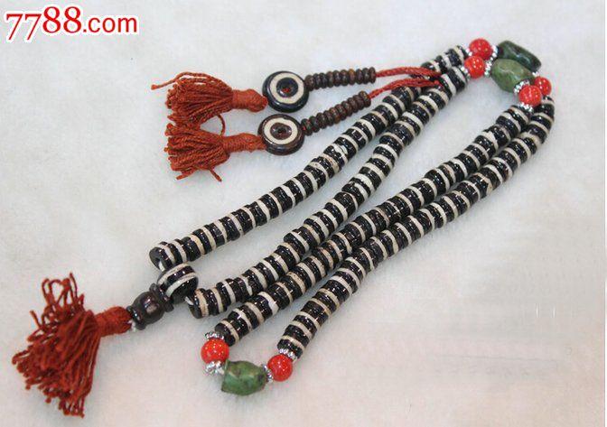 宝贝尺寸:108颗,每颗约8mm,此款牦牛骨手链一遍手绕4圈,为非弹性绳串的,扁珠直径约为8毫米哟,佛珠周长约为75厘米。由于是尼泊尔手工打磨的珠子,每粒大小略有不均。此款上面的两根穗子为计数器可以拆下来,也可不拆牦牛骨是避邪、护身之物,具有驱凶化吉、保平安的作用,独具灵性。天然牦牛骨,自然生长,瑕疵无法避免,本店搜搜牛骨有几十种,搜手链有1000种