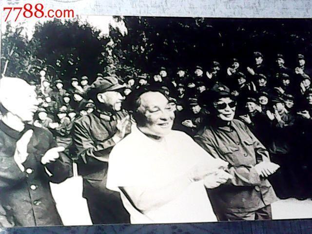 ... 王 震 坐镇 新疆 参观 王 震 塑像 王 震 新疆 图片