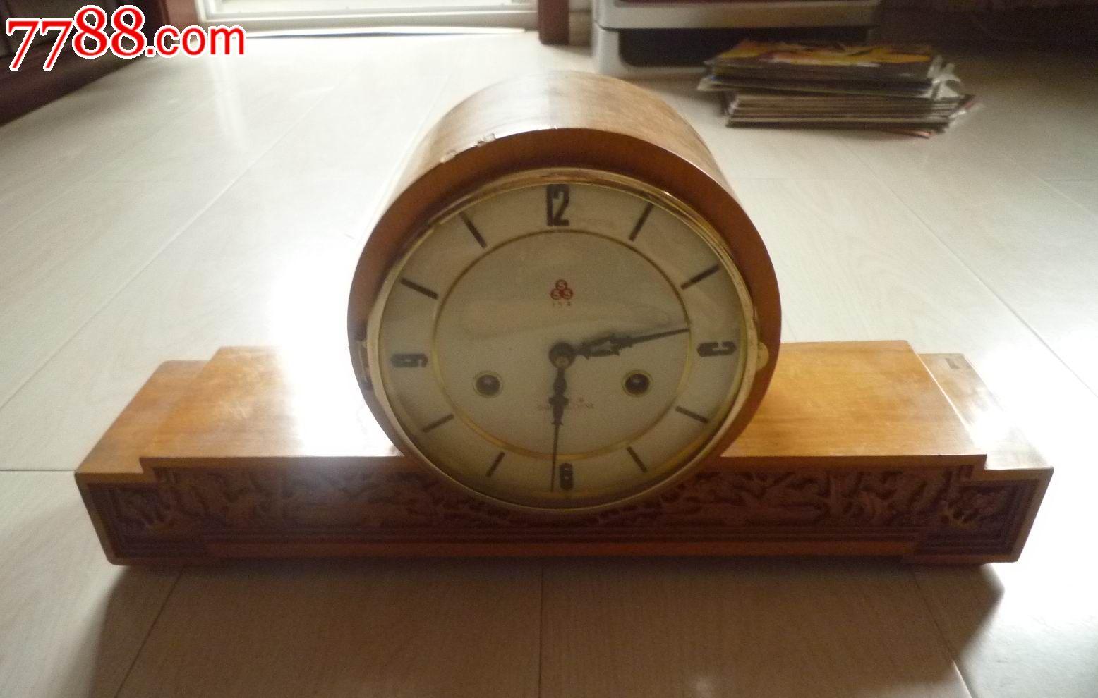 怀旧经典收藏555牌15天飞机头造型底座木雕木壳闹钟