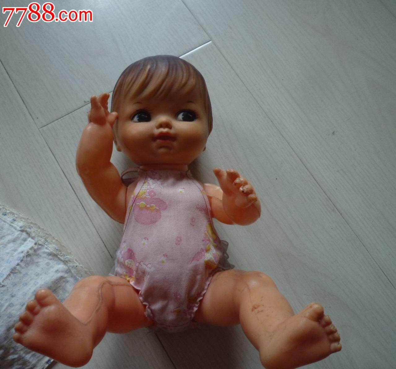 可爱小女孩娃娃玩具
